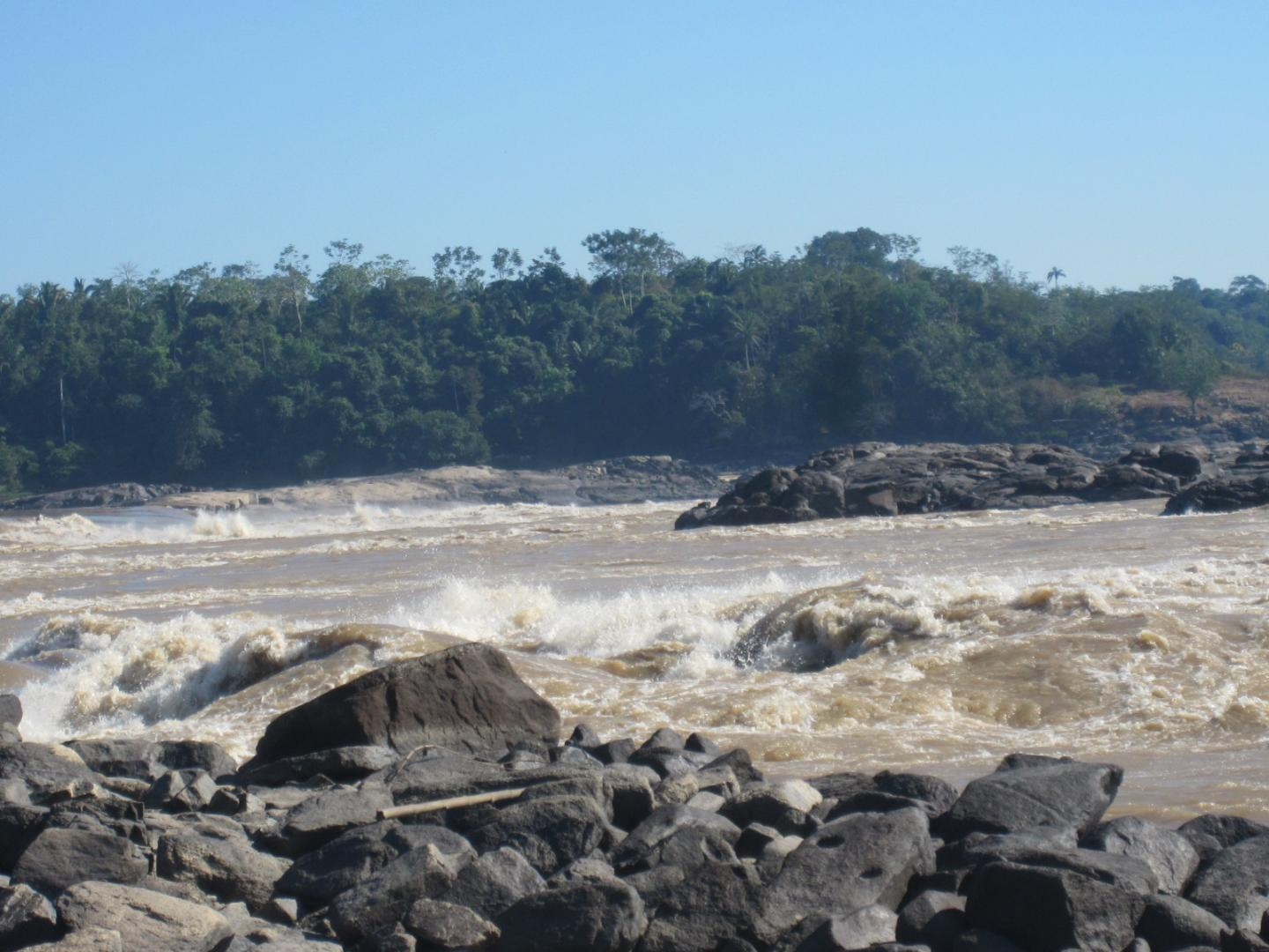 The authors believe that the Teotonio waterfall is what attracted people to this location for over 9,000 years, as it was an extremely rich fishing location and an obligatory stopping point for people traveling by boat on this stretch of the Madeira river. It was the location of a fishing village (the village of Teotonio) until 2011, when residents were forced to move inland ahead of dam construction. The dam submersed the village and the waterfall. Eduardo Neves, 2011