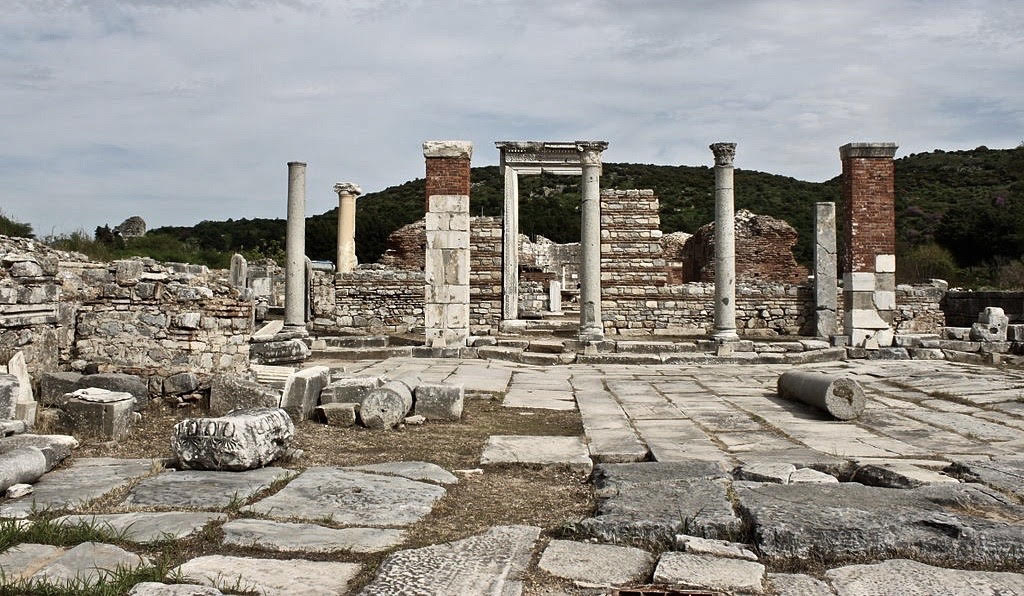 Church and State in Late Roman Antiquity